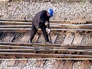 This rail worker faces many dangers every day. If you have been injured while working for a railroad company, call a Houston FELA attorney now.